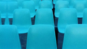 Noleggio sedie certificate agganciabili per cinema all aperto